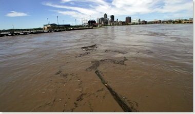 Raccoon River & Des Moines Rivier - looking north to downtown (Source: Des Moines Register)