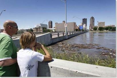 Grand Avenue Bridge (Source - Des Moines Register)