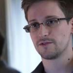 Edward_Snowden_mirror.jpg