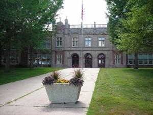 Abraham_Lincoln_High_School_Des_Moines.jpg