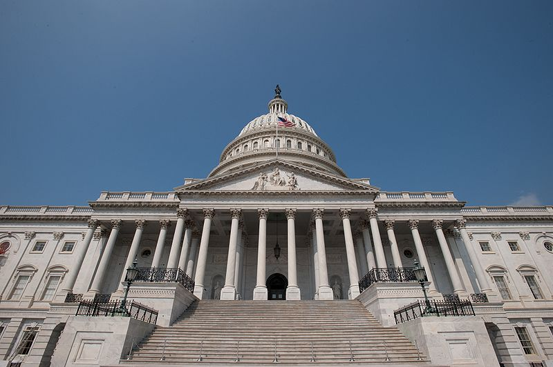 800px-US_Capitol_Building,_East_side_steps_and_dome