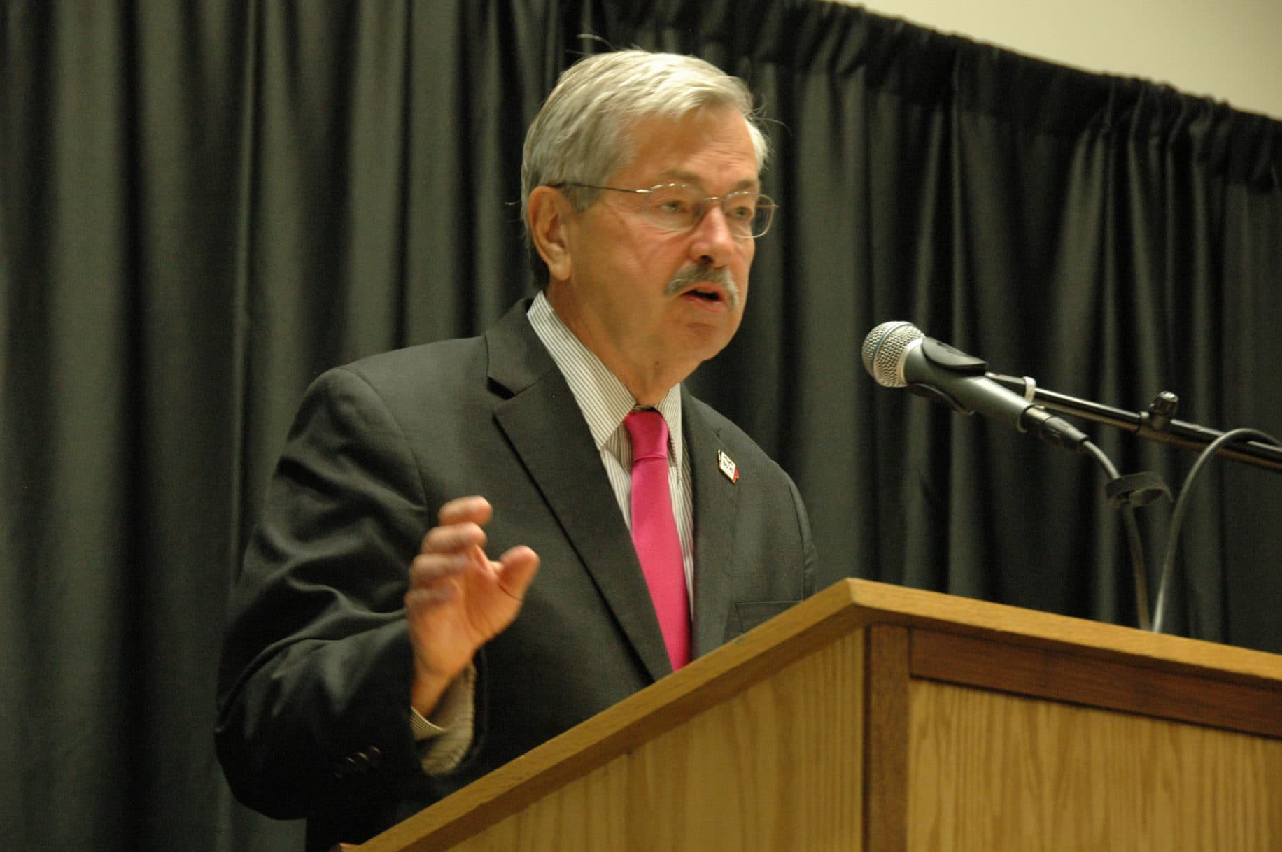 Iowa Gov. Terry Branstad addresses the Iowa Teachers & Administrators Leadership Symposium held on 8/4/14. Photo credit: Iowa Department of Education (Public Domain)